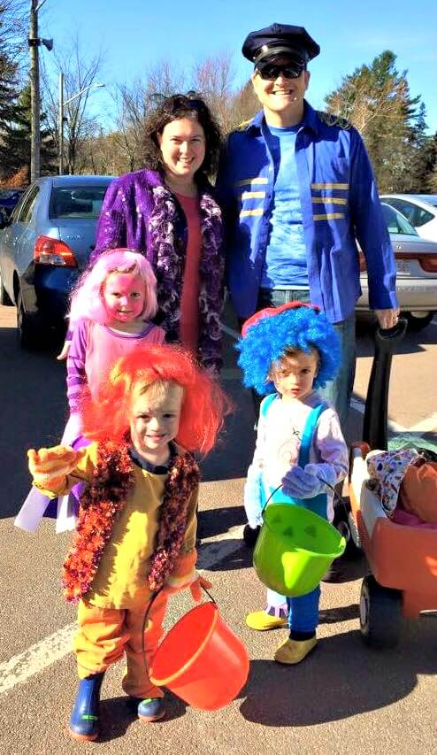 family group five halloween costumes doodlebops