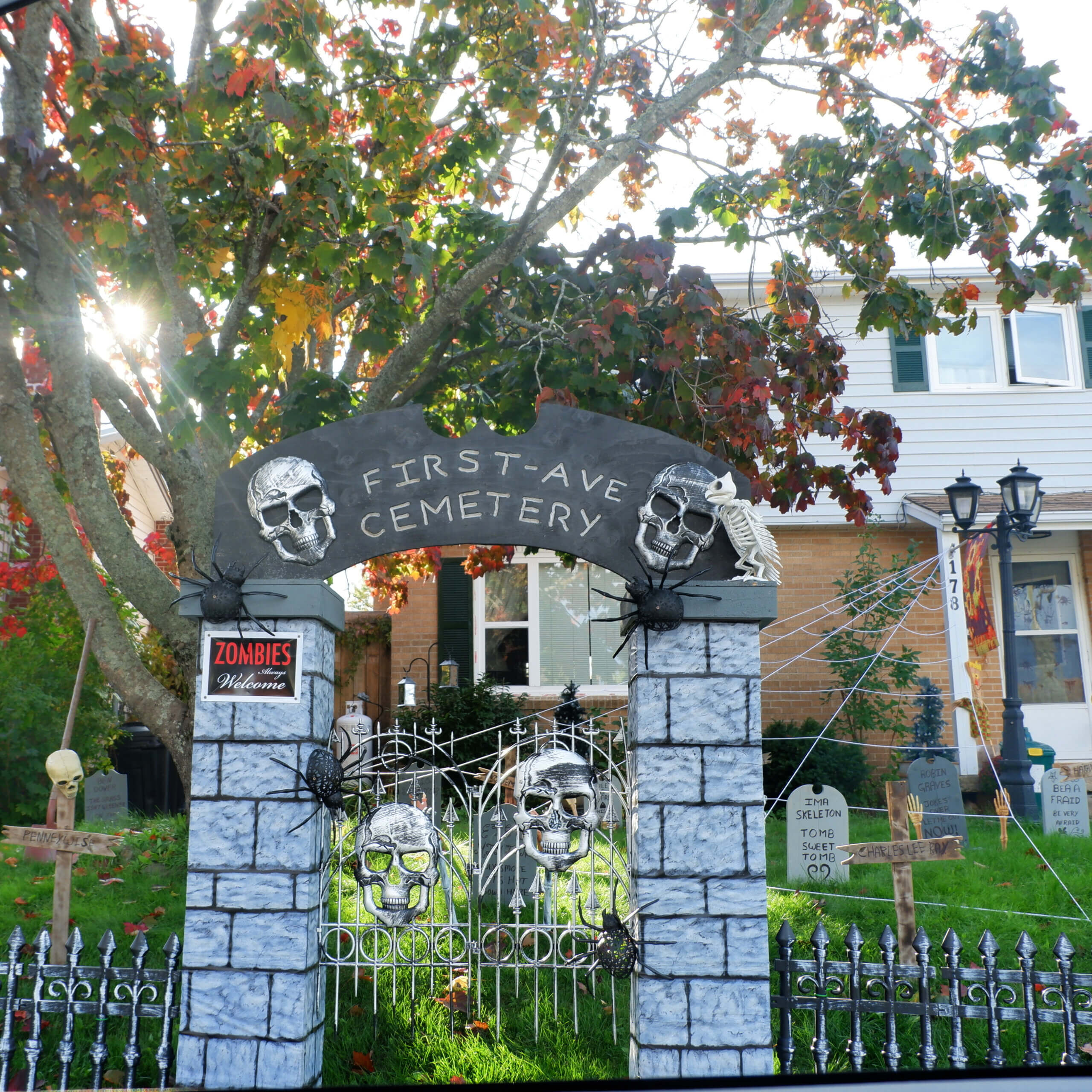 haunted houses decorated halloween moncton first avenue pickle planet