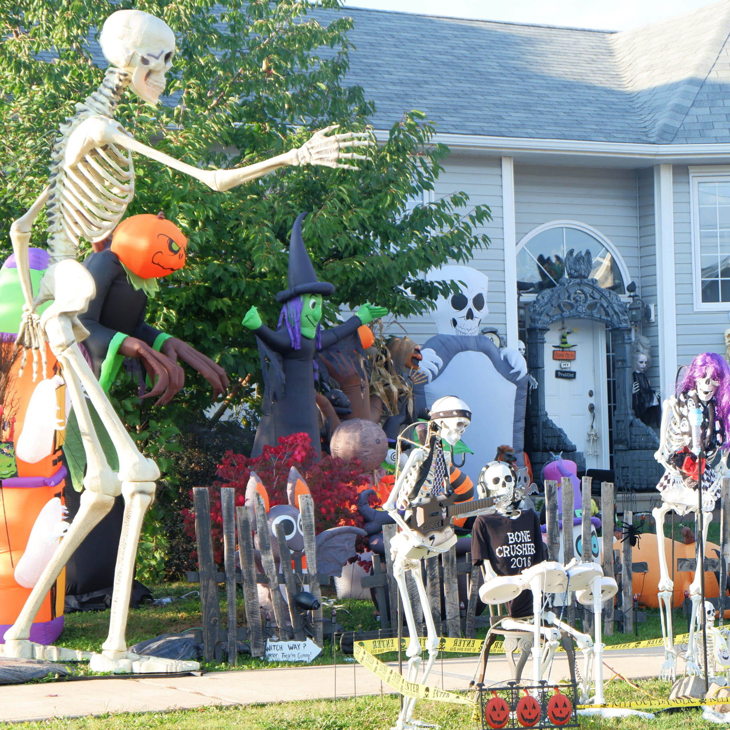 falcon drive moncton haunted house decorated halloween pickle planet